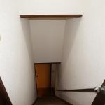 階段綿壁からクロス貼り