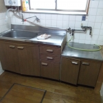 流し台キッチン、瞬間湯沸かし器