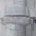 鬼瓦部分の漆喰の剥離、カビの発生