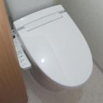 便器・タンクは、リクシル製の「アメージュZです。