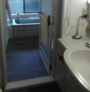 S邸浴室・脱衣場改装前。浴室の奥行1800から1600にへんこうします。